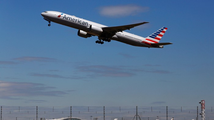 An American Airlines airplane takes off from Heathrow airport in London in this file photo from July 3, 2014. American Airlines Group Inc, the worlds largest carrier, said October 23, 2015 its third-quarter profit jumped, beating analysts expectations.  REUTERS/Luke MacGregor/Files