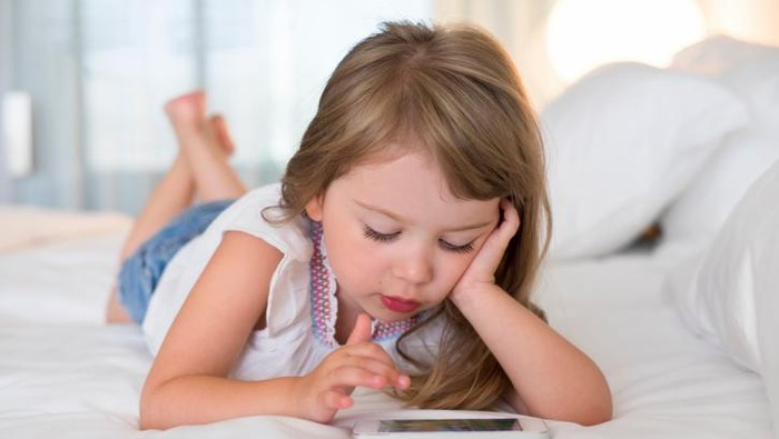 Anak-anak juga sudah banyak mengenal medsos (Foto: thinkstock)