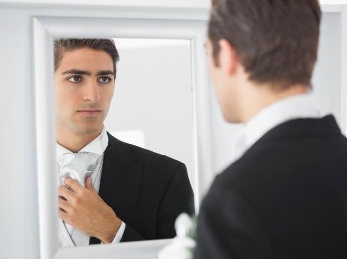 ilustrasi pria bercermin
