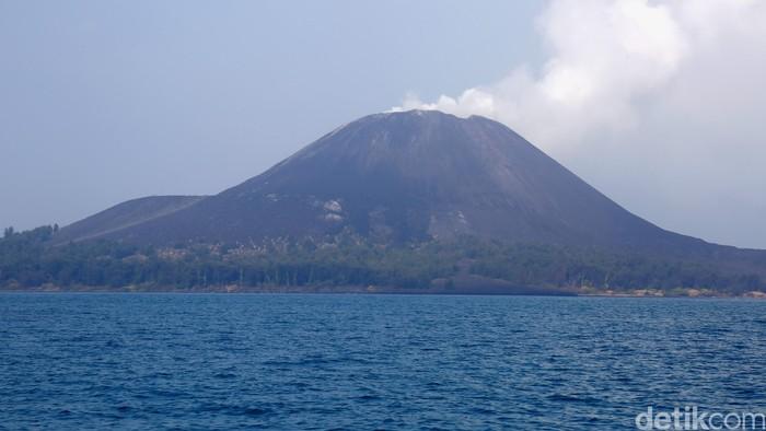 Gunung Anak Krakatau sebelum meletus. (Foto: Reno Hastukrisnapati Widarto)