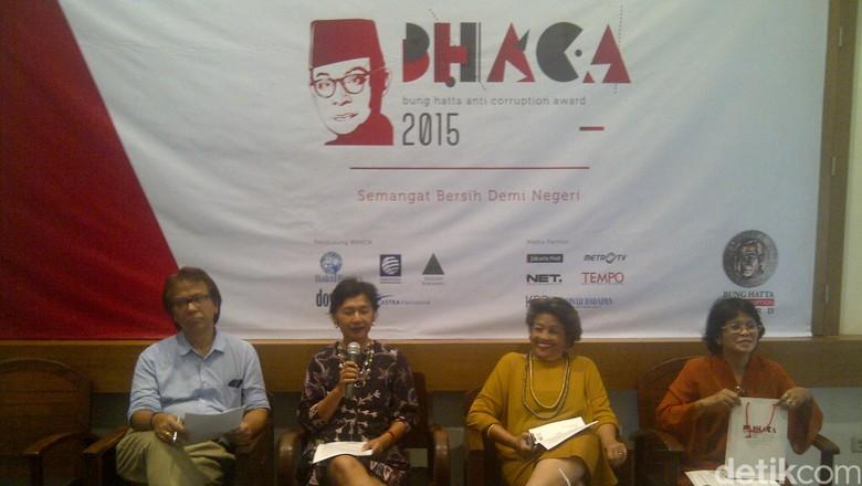 Risma dan Bupati Batang Raih Bung Hatta Award 2015