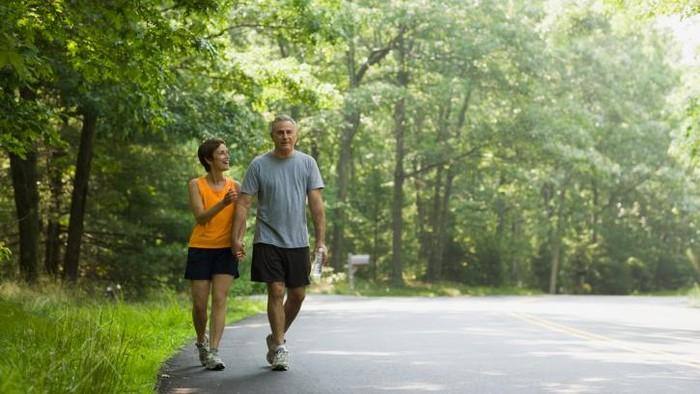 Ilustrasi jalan kaki baik untuk kesehatan jantung. Foto: thinkstock