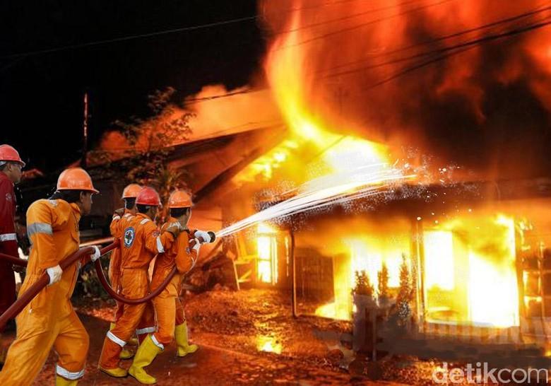 Kebakaran Rumah di Cakung Jaktim, 16 Unit Damkar Dikerahkan