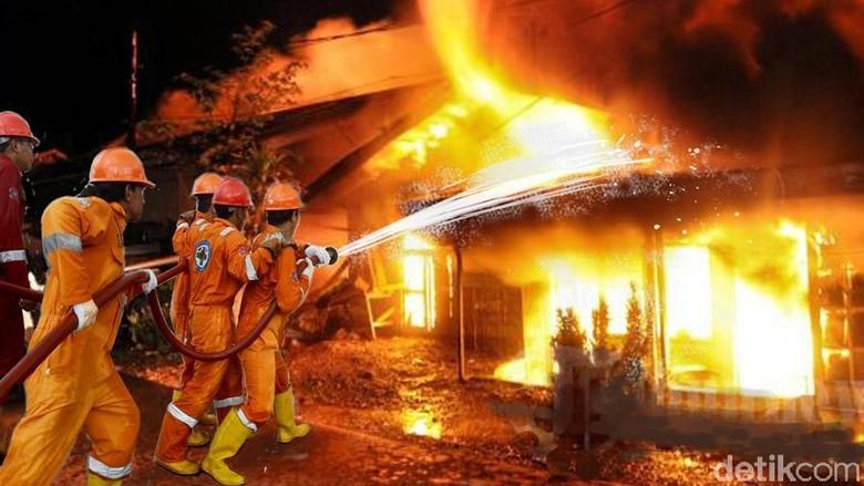 Korsleting Listrik, Toko Percetakan di Jakut Terbakar