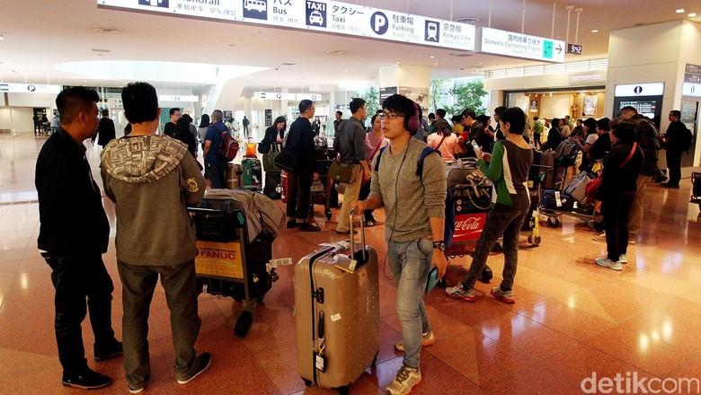 Ibukota Jepang, Tokyo memiliki dua bandara internasional yakni Bandara Internasional Narita dan Haneda. Bandara Haneda yang berada di pusat Tokyo ini, memiliki bangunan arsiretuk yang modern dan megah, serta sentuhan teknologi tinggi. Rengga Sancaya/detikcom.