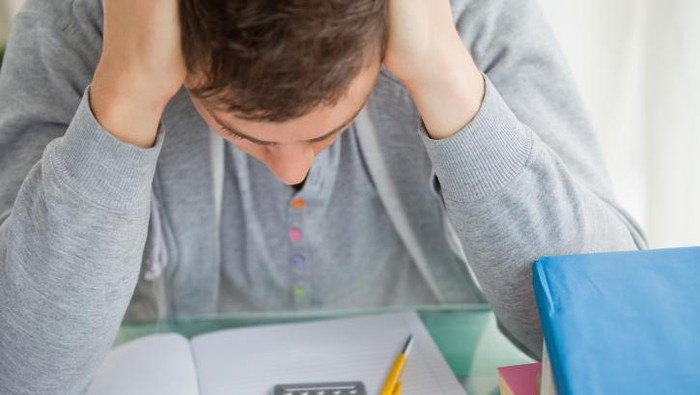 Sakit kepala, kelemahan, atau kesemutan tiba-tiba adalah gejala awal stroke ringan. Foto: Thinkstock