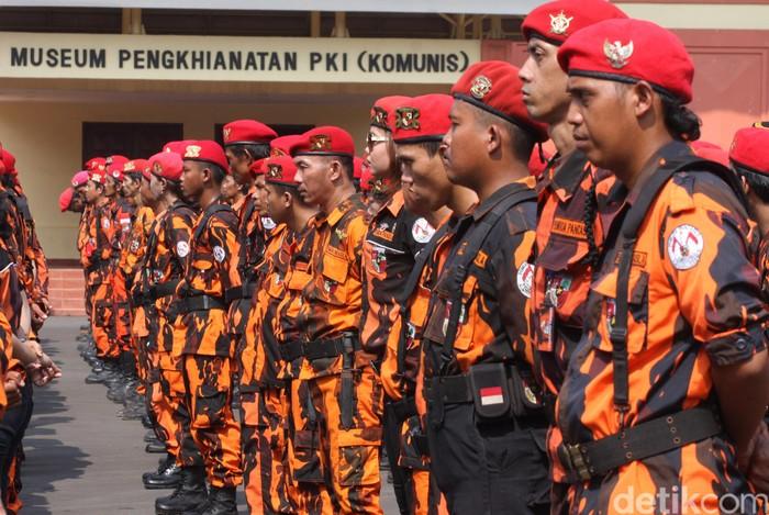 Ketua Majelis Pimpinan Nasional Pemuda Pancasila, Japto Soelistyo Soerjosoemarno menjadi Inspektur Upacara pada apel kesetiaan ormas Pemuda Pancasila di Museum Lobang Buaya, Jakarta Timur, Selasa (10/11/2015). Japto mengingatkan secara tegas kepada anggota PP bahwa pada apel peringatan Hari Pahlawan   bukan untuk rekreasi keluarga tetapi untuk mengenang jasa Pahlawan dan siap menjadi warga bela negara.