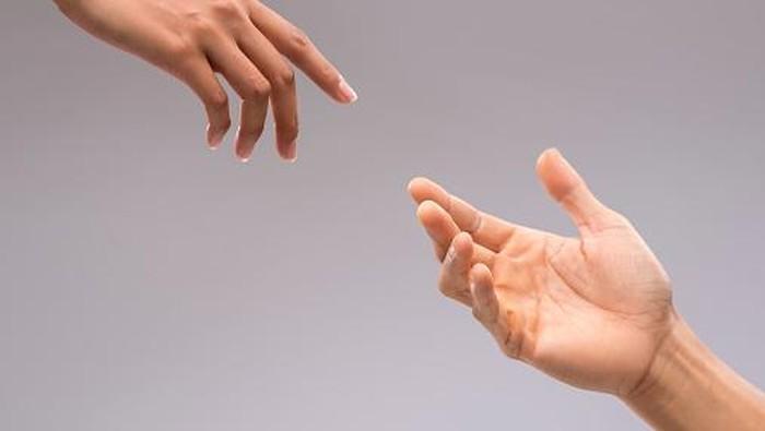 Ilustrasi tangan laki-laki dan perempuan. Foto: Thinkstock