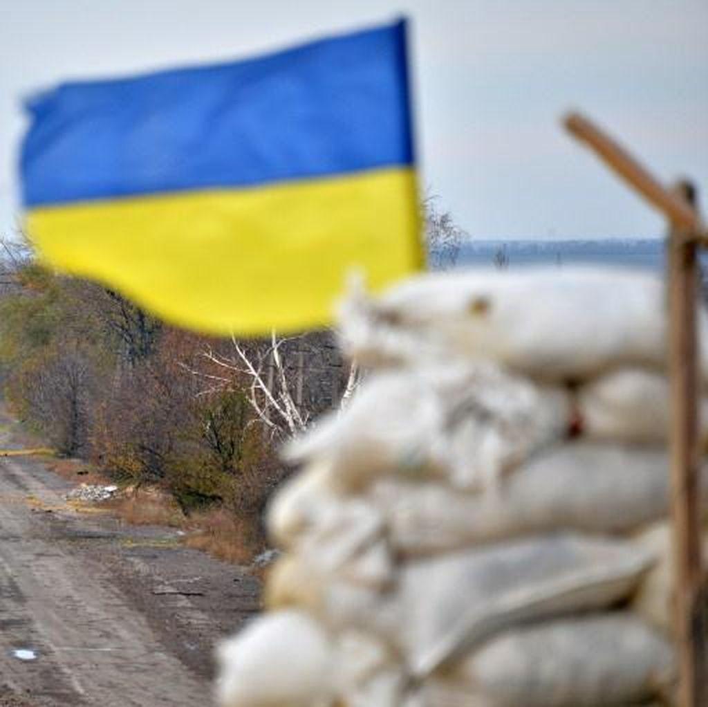 Orang Tua Antivaksin di Ukraina Demo Anaknya Diancam Tak Bisa Sekolah