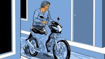Terekam CCTV, Maling di Makassar Curi Motor Pria yang Hendak Pergi Salat Id