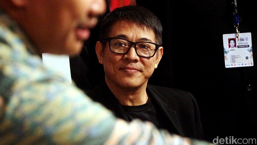 10 Tahun Mengidap Hipertiroid, Benarkah Jet Li Baik-baik Saja?