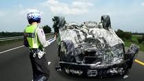 Kecelakaan di Flyover Antasari Jaksel, Mobil Terbalik