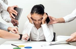 10 Kebiasaan Pakai Ponsel yang Bikin Tidak Produktif