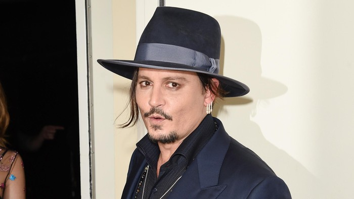 BEVERLY HILLS, CA - NOVEMBER 01:  Actor Johnny Depp poses in the press room during the 19th Annual Hollywood Film Awards at The Beverly Hilton Hotel on November 1, 2015 in Beverly Hills, California.  (Photo by Jason Merritt/Getty Images)