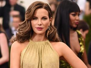 Setelah Sandra Bullock, Giliran Kate Beckinsale Kepincut Facial Penis