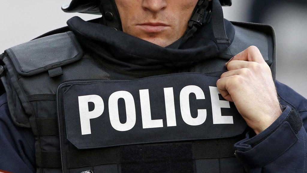 Polisi AS Todongkan Senjata-Semprotkan Merica ke Tentara Kulit Hitam