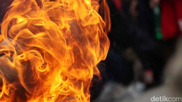 Api kebakaran mobil. dikhy sasra/ilustrasi/detikfoto