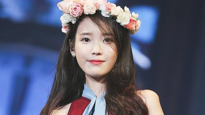 IU di Konser CHAT-SHIRE