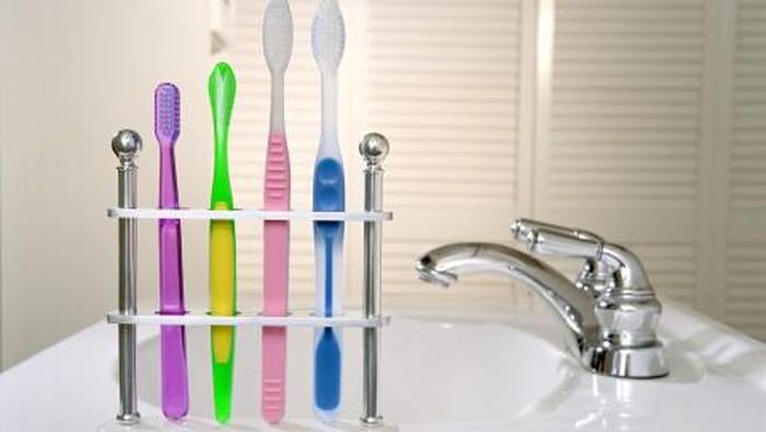 Data Riskesdas 2018, hanya 2,8 orang Indonesia yang menyikat gigi dua kali sehari. Foto: Getty Images