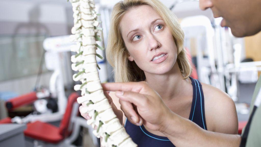 Sering Sakit Punggung Seperti Ari Lasso? Tips Ini Mungkin Bermanfaat