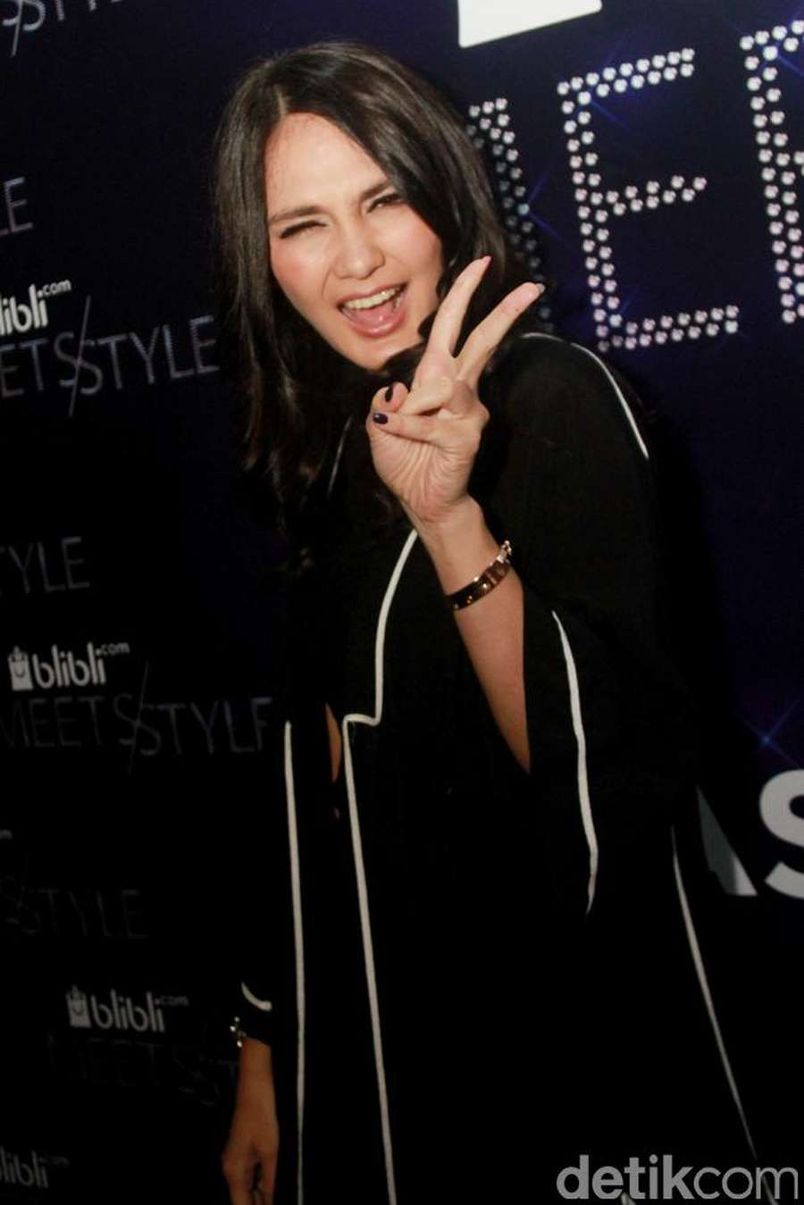 Luna Maya, Dont Worry Be Happy!