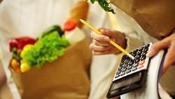 Peneliti dari University of Rhode Island menyebut mengunyah permen karet bisa menurunkan nafsu makan dan menurunkan bobot. Mau coba? Simak caranya berikut ini: