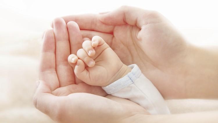 Aih, Lucunya Bayi-bayi Prematur Pakai Busana Khas Hawaii
