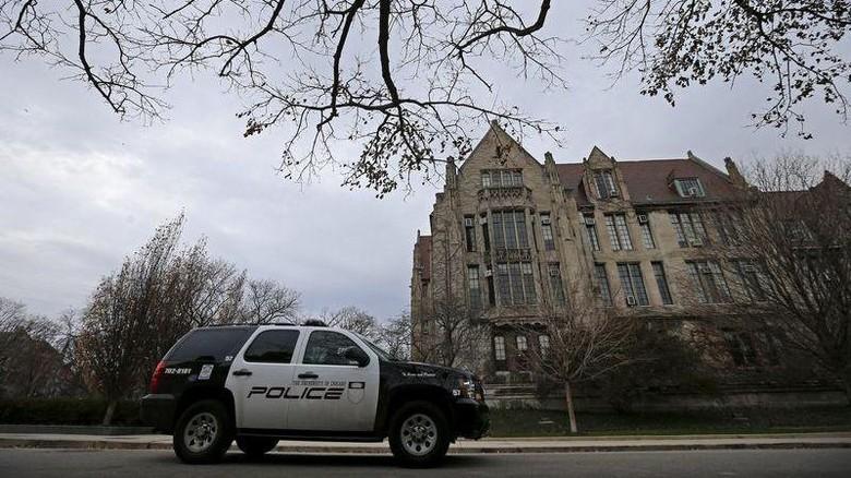 Polisi berjaga di kampus Universitas Chicago karena ancaman penyerangan.