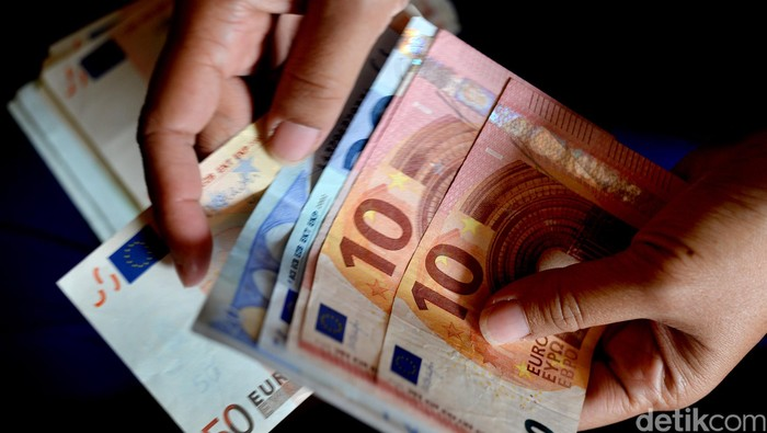 Menghitung mata uang Euro