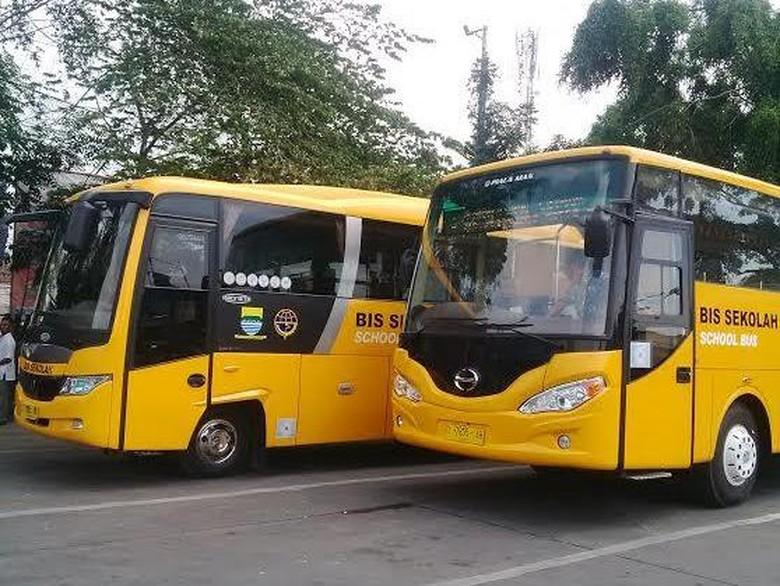 Diprotes Angkot, Bus Sekolah Gratis di Bandung Tetap Beroperasi Dikawal Polisi