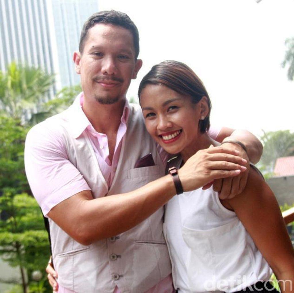 8 Tahun Menikah, Apa Alasan Melanie Gugat Cerai Angga Maliq & DEssentials?