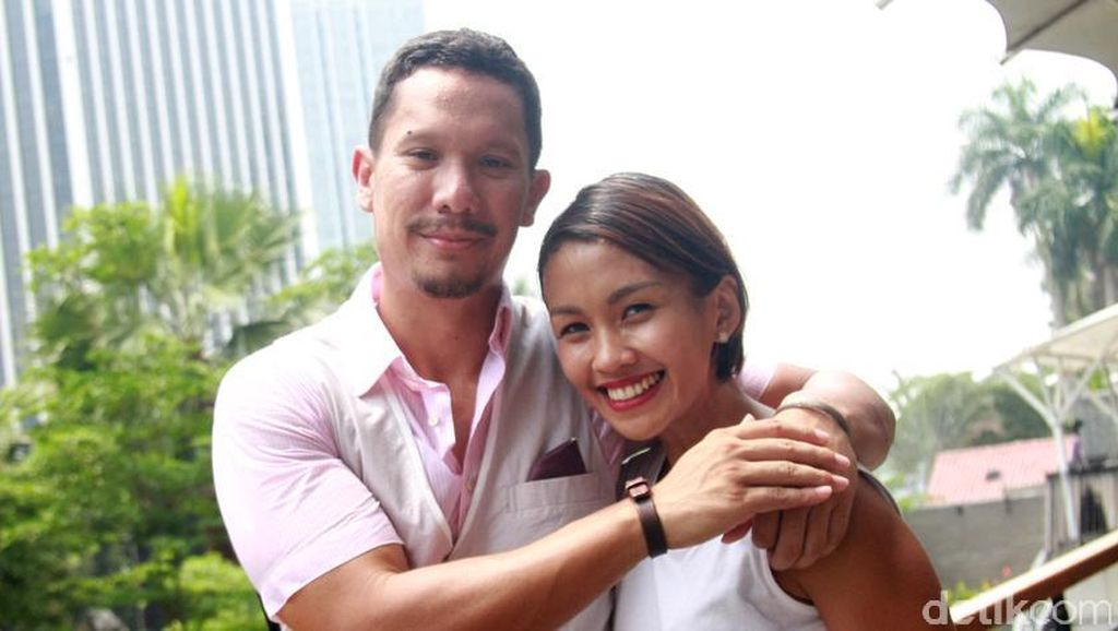 Angga Maliq & DEssentials dan Melanie Putria Resmi Bercerai!