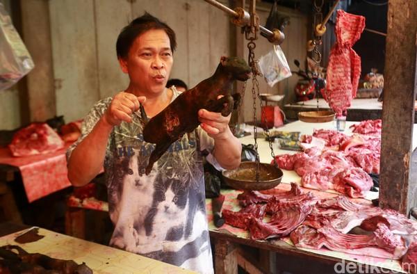 Terlepas dari kontradiksi, Pasar Tomohon menjadi salah satu budaya yang ada di Sulawesi Utara. (Reno/detikcom)