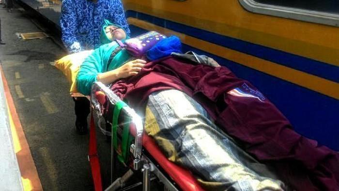 Khosiyyah Nasution sesaat setelah melahirkan di kereta api (Foto: Dok PT KAI)Foto: Dok. PT KAI