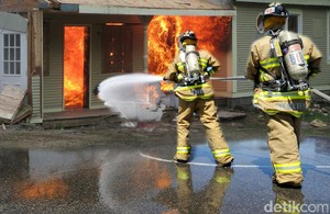 Kebakaran Pabrik Wig di Cilincing Padam