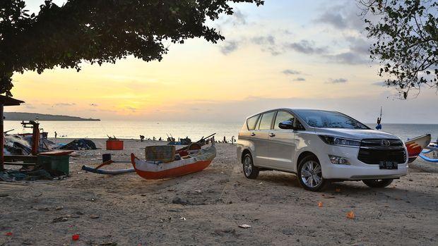 Test drive toyota kijang innova model terbaru di Bali