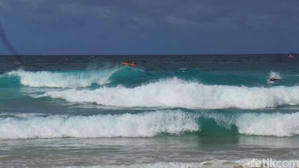 Tips Bila Terseret Ombak dari <i>Baywatch</i> Pantai Bondi Sydney