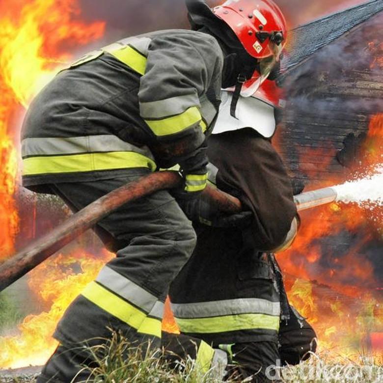 Mobil Terbakar di SPBU Temanggung, Satu Penumpang Tersambar Api