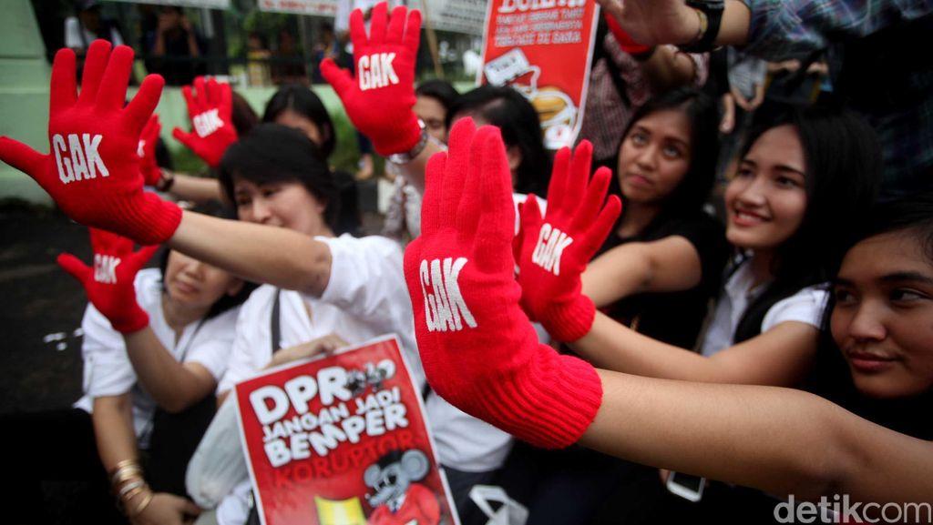 Masyarakat Antikorupsi Desak Novanto Mundur dan Minta Maaf ke Rakyat