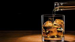 Bar di Inggris Dibuka, Pemabuk Bikin Resah karena Tak Jaga Jarak