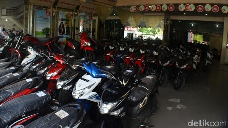Bengkel motor dan showroom Honda (Foto: Aris Ginanjar)