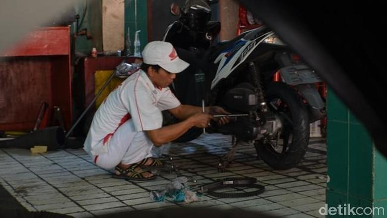 Bengkel motor resmi Honda Foto: Aris Ginanjar