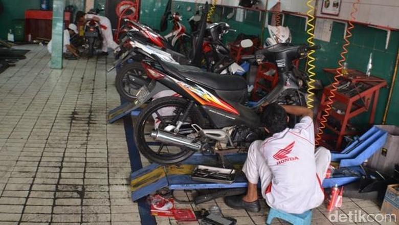 Bengkel resmi Honda Foto: Aris Ginanjar