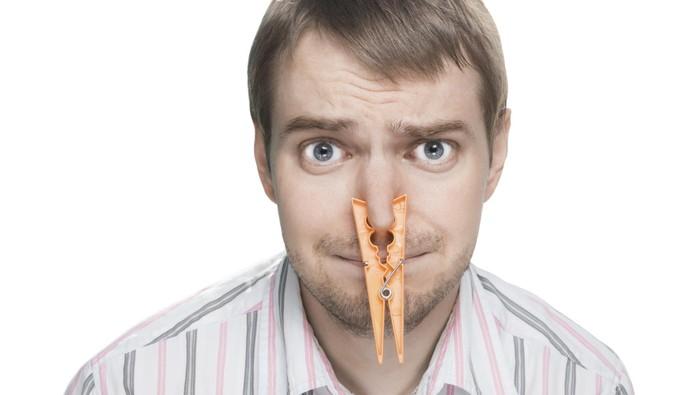 Penyebab hidung mampet sang pria bukan pilek ataupun flu. (Foto: thinkstock)