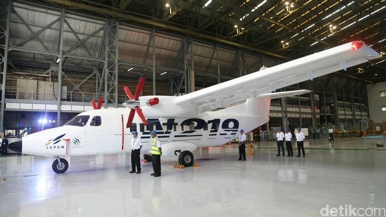 Uji Coba Terbang Mei 2016, Pesawat N219 Masih Tunggu Nama dari Jokowi