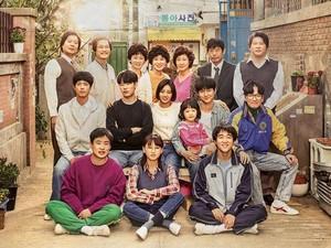 Pakar: Terapi Kesehatan Mental Bisa dengan Nonton Drama Korea