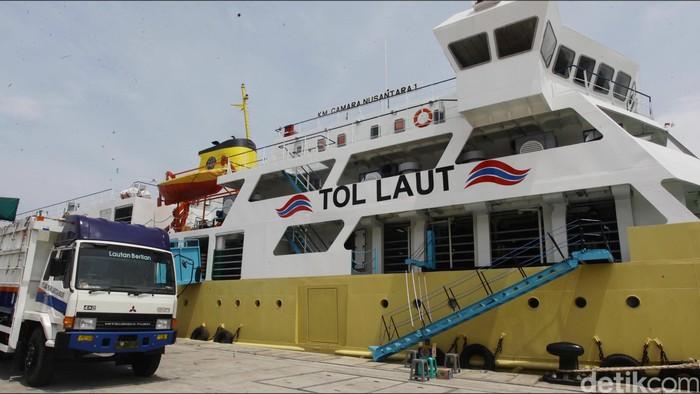 Pemerintah menata distribusi pengangkutan sapi dengan menggunakan kapal dari Nusa Tenggara Timur. Kapal yang mengangkut ratusan ekor sapi tersebut telah tiba di Jakarta hari ini. Hasan Alhabshy/detikcom