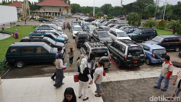 Panther Mania Chapter Jakarta Raya melakukan kopi darat rutin setiap hari Minggu terakhir di setiap bulan.