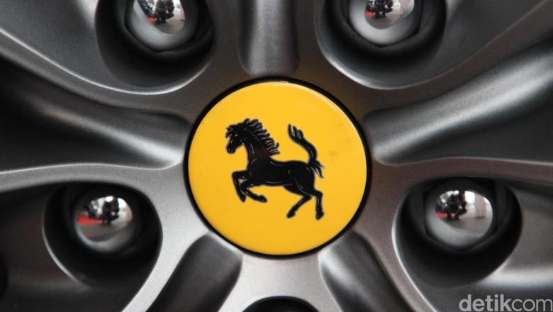 Logo Ferrari Foto: Dadan Kuswaraharja