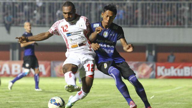 Nelson Alom merupakan satu dari tiga pemain anyar yang dipanggil Luis Milla bergabung ke Timnas Indonesia U-23. (